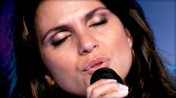 Aline-Barros-cantando